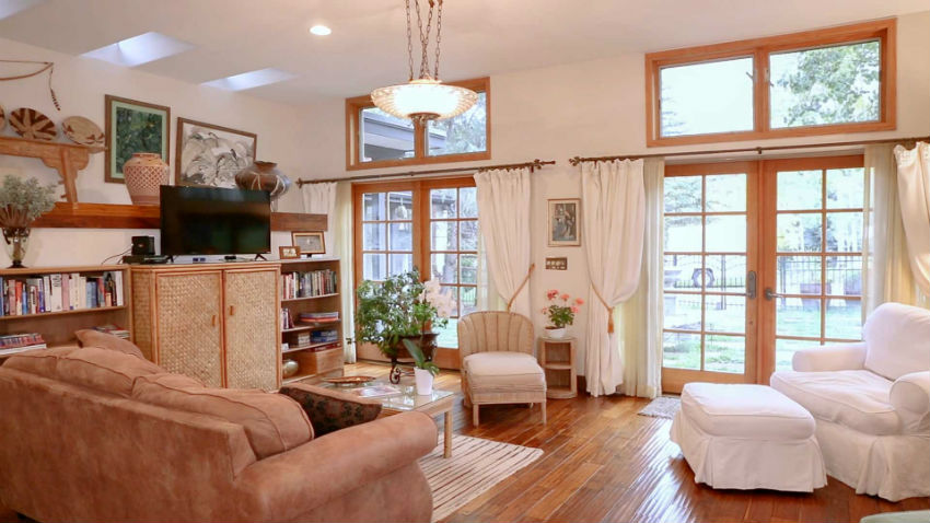 Casa Camilla Aspen Tropical Apartment living room